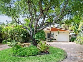 Modern 3 Bedroom Luxury Vacation Pool Home | Pet Friendly | Close to Beach, Fort Lauderdale