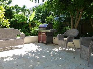 2 Bedroom Affordable Luxury Vacation Rental Home | Just Steps to the Beach, Pompano Beach