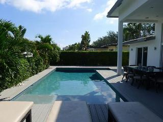 Elegant 3 Bedroom Waterfront Modern Style Vacation Home | Private Pool, Pompano Beach
