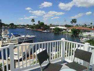 Beautiful 3 Bedroom Waterfront Loft Vacation Rental | Fabulous Water Views, Pompano Beach