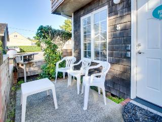 Pet-friendly with close beach access, patio!, Cannon Beach