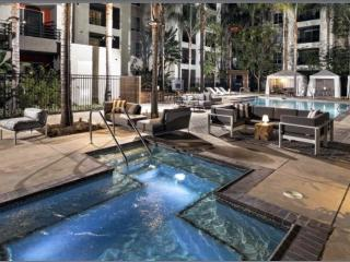 Santa Monica: Corporate and Vacation Suites
