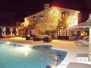MAGICAL STONE VILLA POOL VOLLE, Pamis