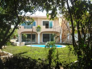 villa in community gated,security 24h,golf course, Puerto Aventuras