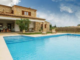 Country House with beach,pool, Santa Maria del Cami