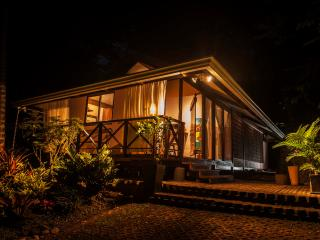 Ginger and Cacao: Ocean View Luxury with Pool & Jungle, Punta Uva