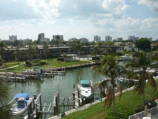Beautifully Updated Waterfront Condo, Marco Island