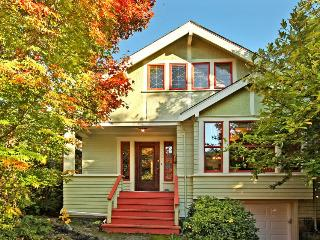 Fremont classic with lots of charm & a lovely deck out back!, Seattle