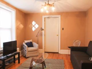Sunny 4BR by Market and Ottawa U