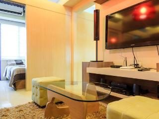 2Balcony, 2BR, 2Bath &3DTV Suite in Mall of Asia, Pasay