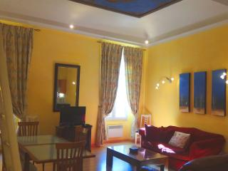 2 bedroom apartment in historic Nice Old Town