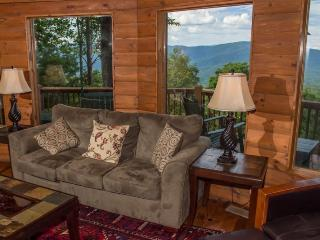 Cohutta Mountain Lodge - Family cabin with mountain view! Four bedrooms, three baths and hot tub!, Chatsworth