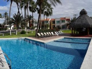 Lovely Villa with pool, steps from the sea, La Paz