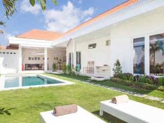 Blue wave Seminyak luxury 2BR private pool villa