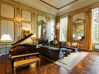 Magnificent private mansion 20 minutes from Paris, St-Germain-en-Laye