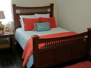 Minutes from downtown, clean, cozy and all yours, Nashville