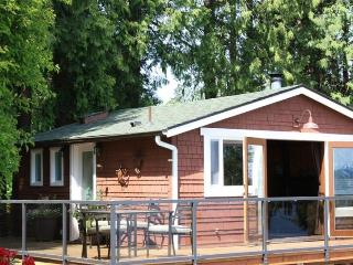 Waterfront Cottage - Romantic Get-Away - Private, Langley