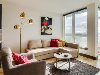Modern pet-friendly condo right in the middle of Belltown!, Seattle