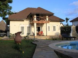 Villa Sunshine with Pool and big garden, Diani Beach