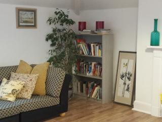 Lovely, modern, hotel style apartment, Cheltenham