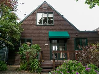 2 BED, 2 BATH HOME WITH AMAZING VIEWS OF THE WATER IN SAUSALITO, Sausalito