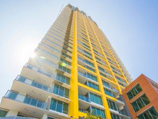 San Diego 3BR Highrise Suites Walk to  Gaslamp District