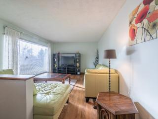 Nice Fully Furnished 5 Bedrms House at  NW, Calgary