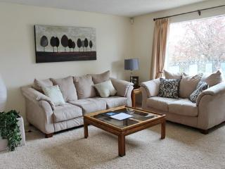 Modern Full Furnished House at SW Woodlands, Calgary