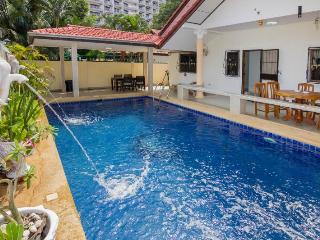 ROYAL VILLA WITH PRIVATE POOL AND JACUZZI, Jomtien Beach