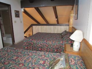 Loft for Up to Six People at Yosemite West!!, Yosemite National Park