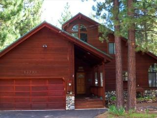 Lewis - Wolnderful Home with Hot Tub and Pool Table, Truckee