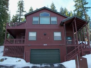 The Perfect Get-Away Vacation Home with Hot Tub, Truckee
