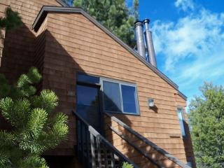 Ski-in / Ski-out Vacation Condo with three bedrooms, Truckee