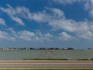 Great Home on Little Bay with incredible views of the water & close to town!, Rockport