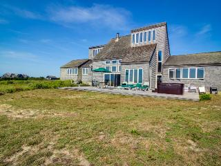 Peaceful oceanfront home with private hot tub & beach access, Nantucket
