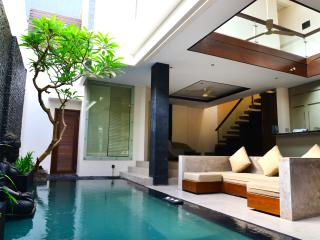 Villa Tentrem - 5 min WALK to Legian Beach!