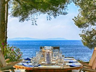 French Riviera Villa with Private Beach Access - Villa Le Dattier, Cavalaire-Sur-Mer