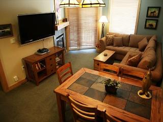 5-Star, 2 Bed, 2 Bath, Ski-in, Ski-out on Mammoth Mountain, Sleeps 6, Mammoth Lakes