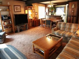 Corner, First Floor 1 Bedroom/2 Bathroom, Located in Town, Mammoth Lakes