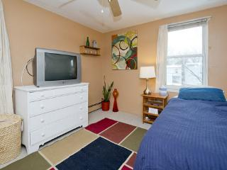 Sleeps 1 or 2. Airport Transportation Available., Woodbury