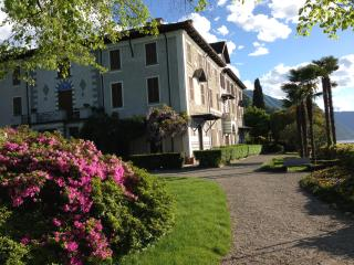 Front Lake Apartment in '700 Villa with park/pool, Bellagio