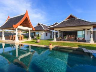 Villa 44 Luxury Beach Front (sleeps 14 + 6 kids), Mae Nam