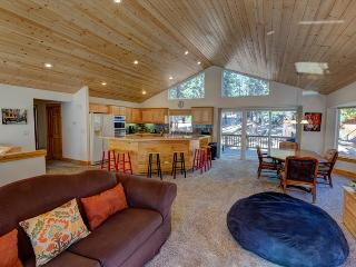Cold Creek Chalet – Large 4 Bedroom, Two Living Rooms, Fireplace, Foosball, Spa, Grill, Wifi, South Lake Tahoe