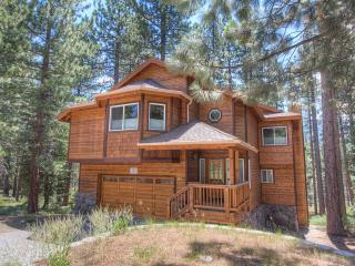 Beautifully Designed 4 Bedroom Home Sleeps 12  ~ RA688, South Lake Tahoe
