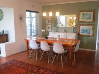 CHARMING, DOUBLE STOREY HOLIDAY HOME WITH POOL, Fish Hoek