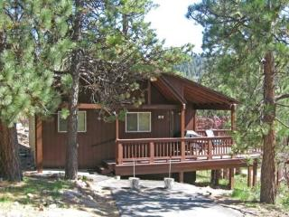 Boulder Bay Getaway Cabin is a cozy, pet friendly vacation cabin in Big Bear, with scenic views of the pine trees., Big Bear Region
