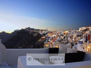 Gorgeous House with 3 Bedroom, 1 Bathroom in Fira (Fira 3 BR & 1 BA House (Villa 30035))