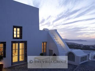 Charming 3 Bedroom-1 Bathroom House in Santorini (Villa 38546), Pyrgos