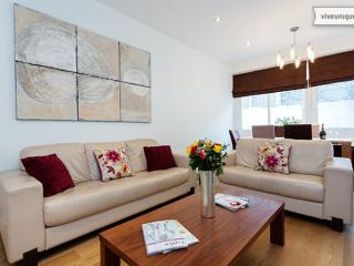 3 bed townhouse on Manchester Street in the heart of Marylebone, London