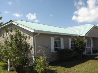 Canalfront lovely 3 br home, Port Saint Lucie